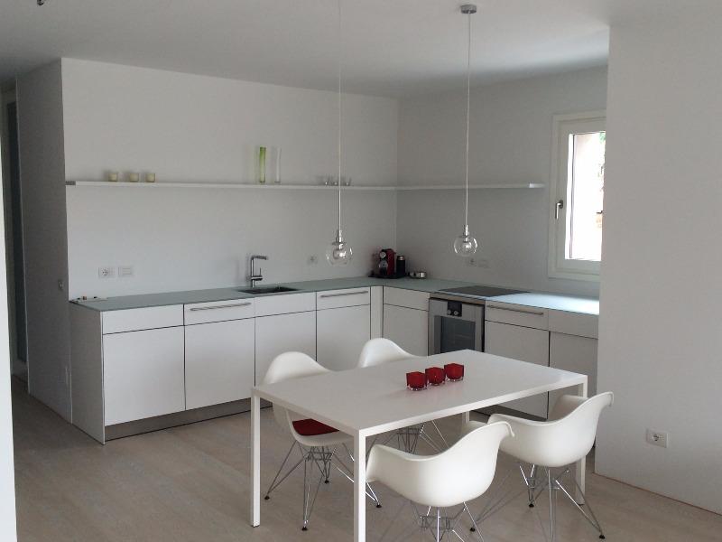 New Color: imbianchino - Tinteggiatura cucina e salotto– Alcuni dei ...
